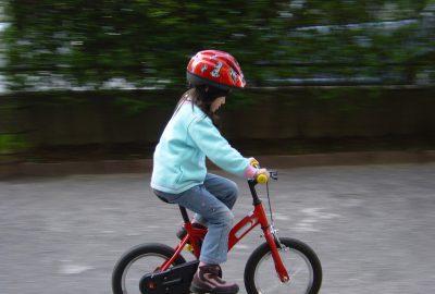 Bezpieczne dziecko na drodze – czyli o akcesoriach słów kilka
